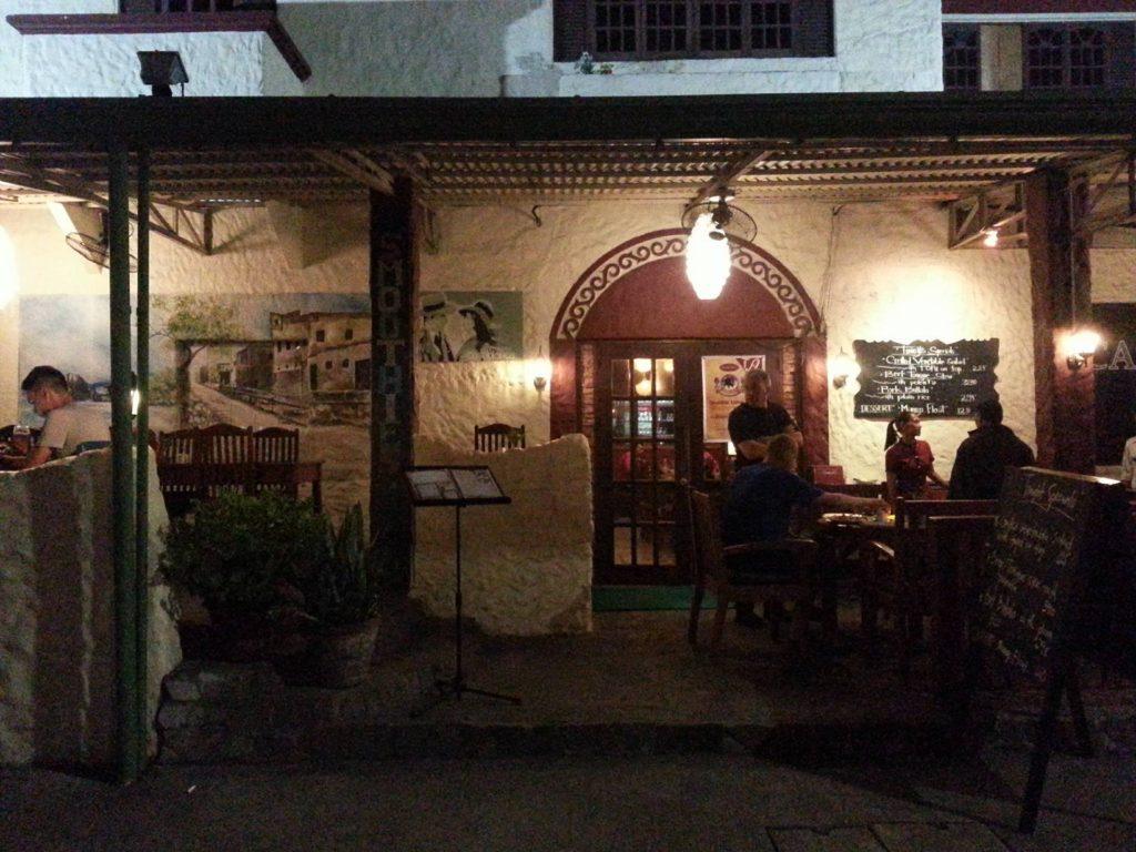 ドゥマゲッティの多国籍レストラン。ワイン、ビール、カクテル。カサブランカ