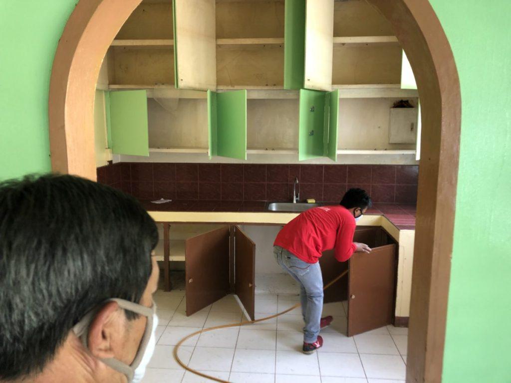 フィリピン・害虫駆除|ポンプで消毒
