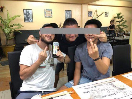 セブの日本式居酒屋「ナオキ」に集まる外国人