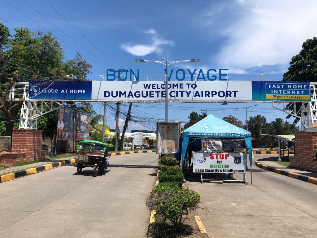 ドゥマゲッティ空港エントランス