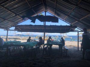 アニマルマーケットから海を眺める