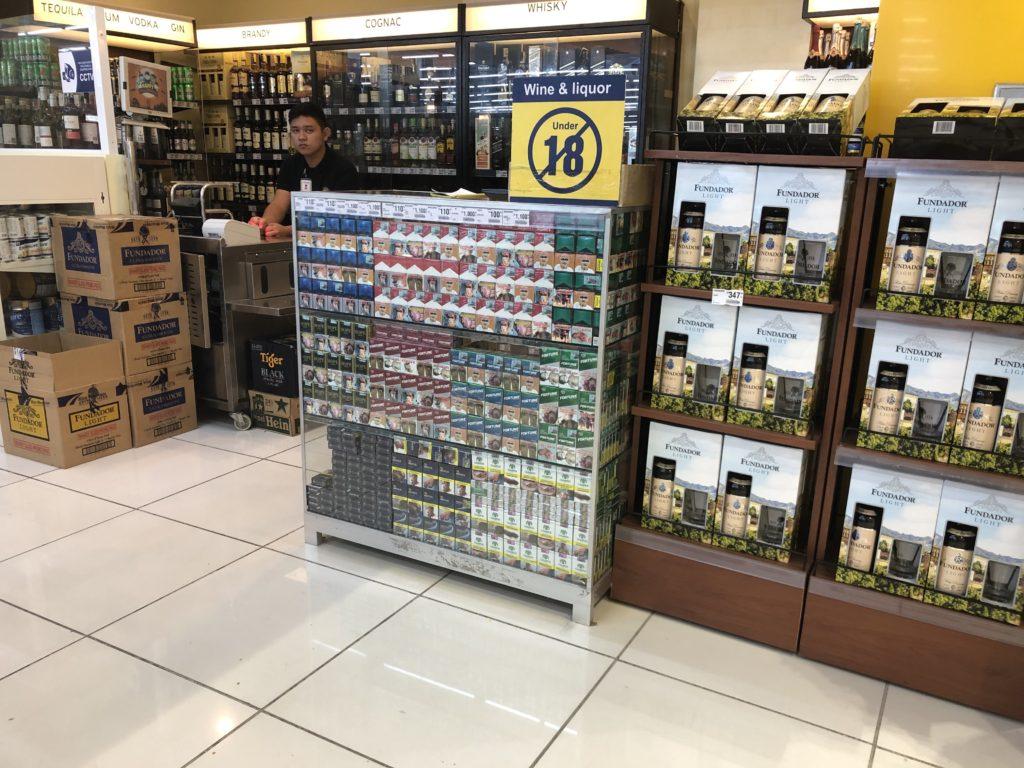 ドゥマゲッティ・タバコ・酒の売店