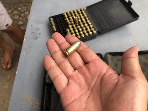 ドゥマゲッティの射撃場で触ったピストルの弾丸