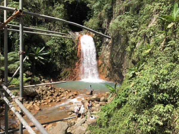 ドゥマゲッティにある小さな滝「プランバトフォール」
