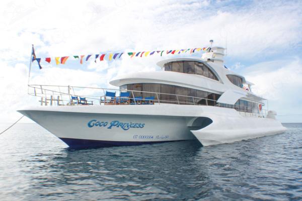 ココグローブの専用リゾートボート