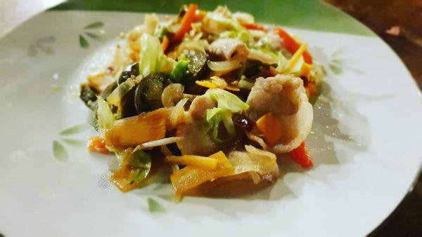 居酒屋料理の鉄板。野菜炒め