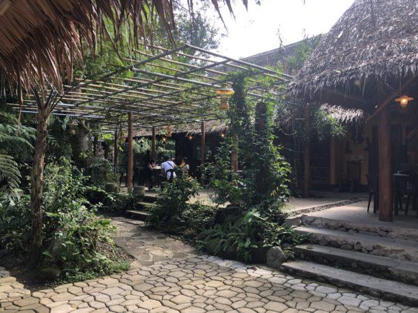 ドゥマゲテのフォレストキャンプの入り口