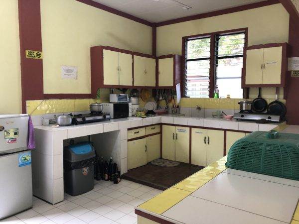 ゲストハウス内の共同キッチン