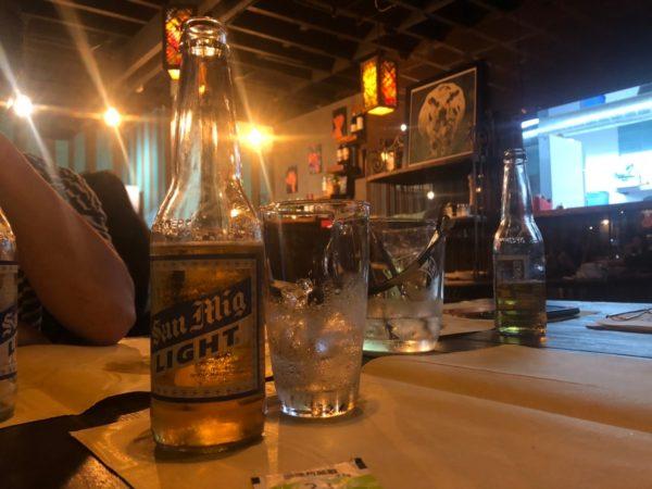 バーでは旅人の乾杯できる
