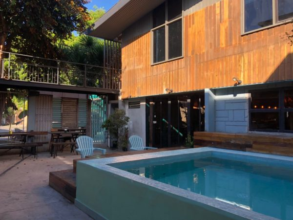 フィリピンにもプール付きのホステルがあります