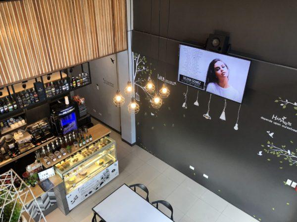 ドゥマゲテのカフェ・バー「ハッシュタグ」