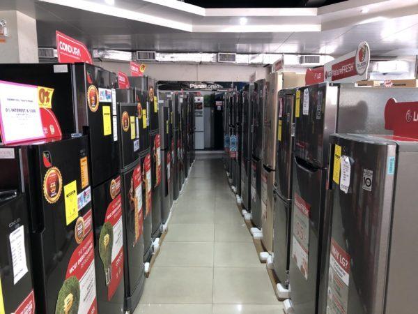 ドゥマゲテの家電量販店の冷蔵庫の品揃え