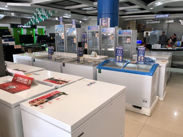 フィリピン・ドゥマゲテの電器屋さんで業務用冷蔵庫を購入
