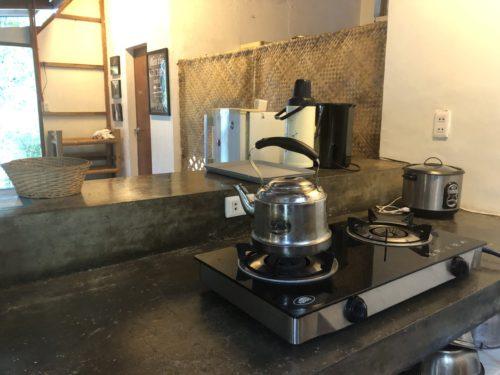 アポ島のリゾートのキッチン