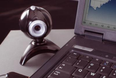 オンライン飲み会で活躍するウェブカメラ
