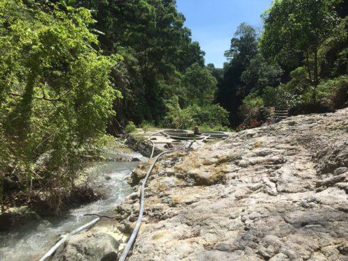 ダーウィン温泉への山道