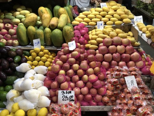 ドゥマゲッティのフルーツ市場