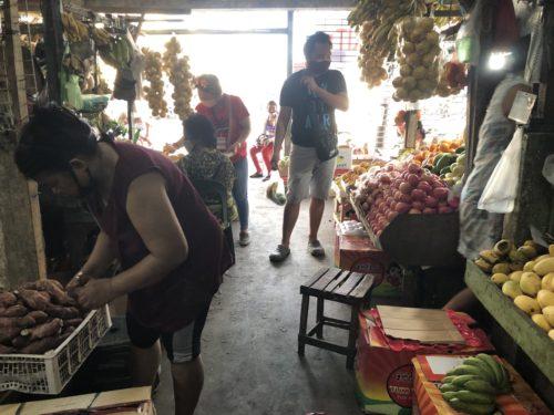 果物市場の風景