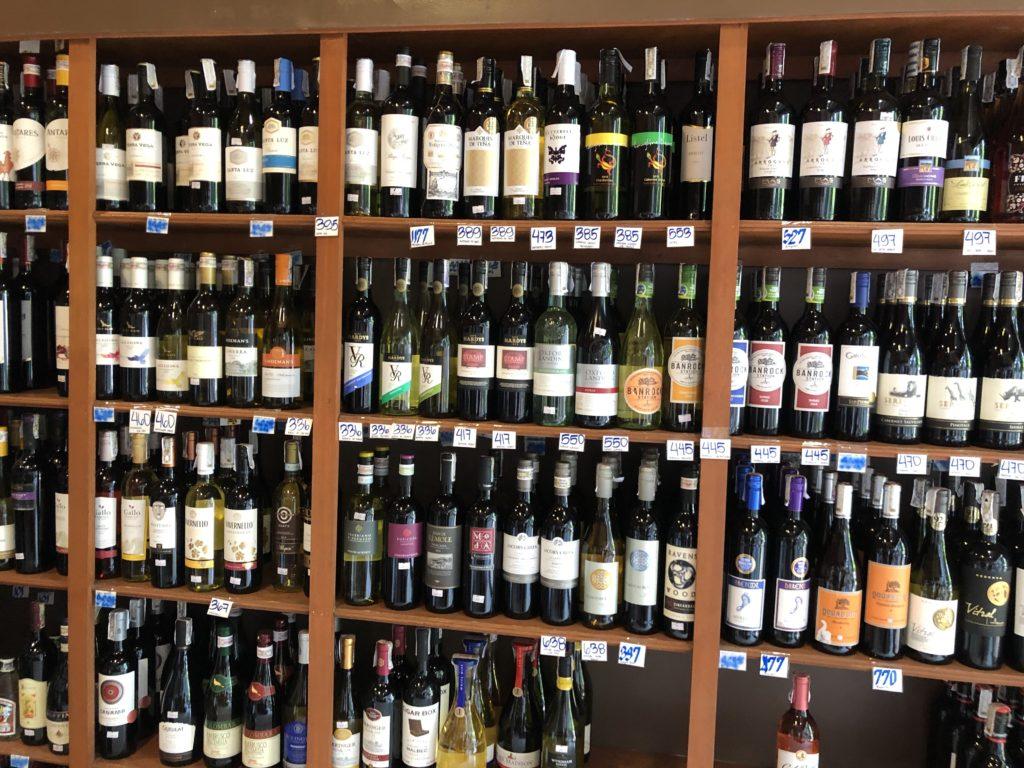 ドゥマゲッティで輸入品の酒が買える場所