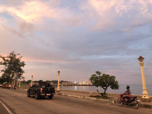 ドゥマゲッティのリザル通り 夕方の風景