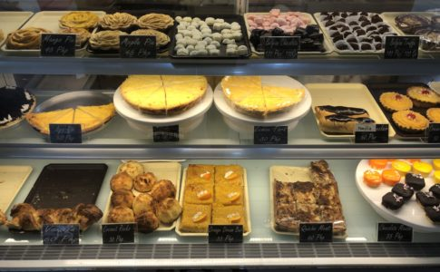 ドゥマゲテのフランスパン屋のショーケース