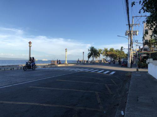 ドゥマゲッティのリザル通り 朝の風景