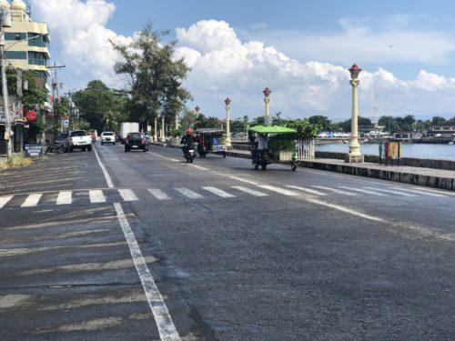 ドゥマゲッティのリザル通り 昼の風景