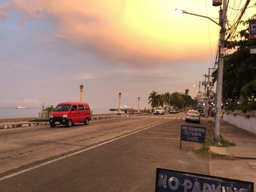 ドゥマゲッティのリザル通り 夕方の風景2