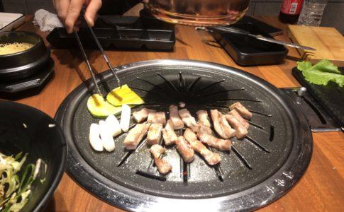 ドゥマゲテの韓国焼肉でサムギョプサル