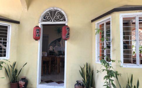 ドゥマゲッティの和食「出雲」の入り口