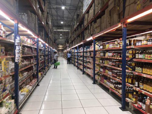 ドゥマゲテのハイパーマート:缶詰・インスタント