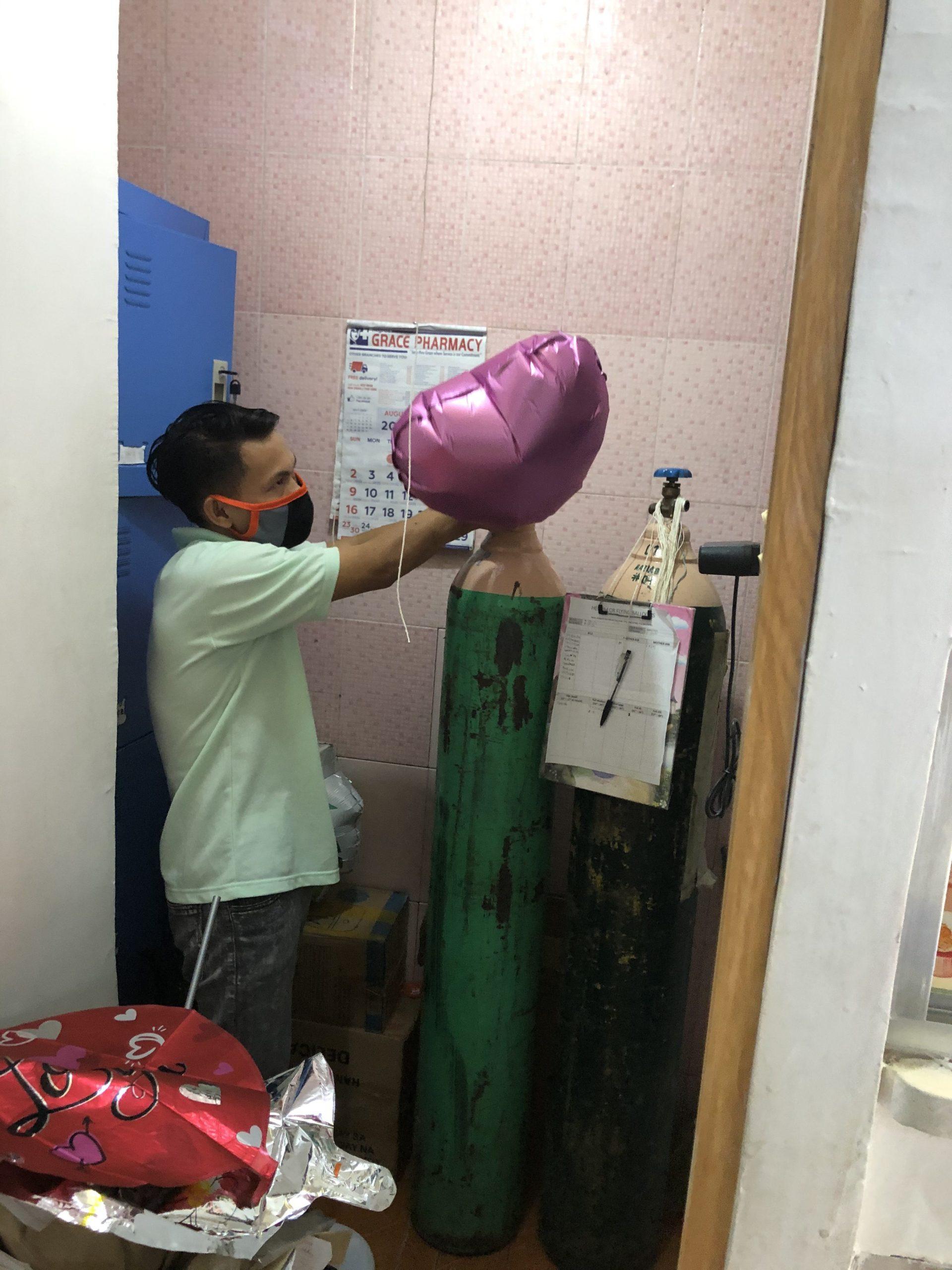 フィリピンの風船屋さん:ヘリウム