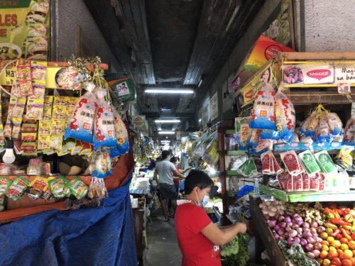 ドゥマゲッティ市場 雑貨売り場