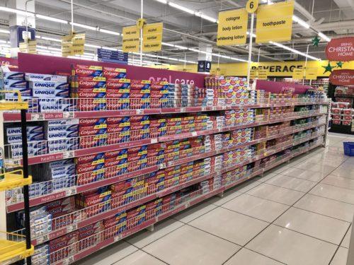 コルゲートはフィリピンのスーパーの棚を寡占している。