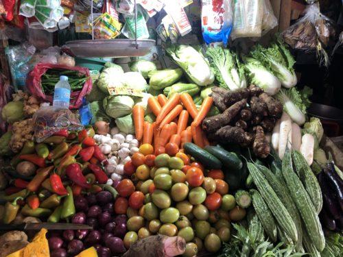 ドゥマゲッティ市場 野菜売り場