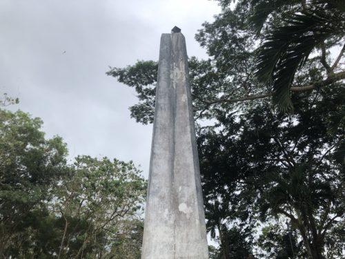 神社の慰霊の塔