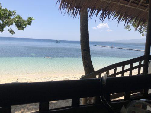 目前のビーチ
